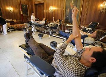 20150825095751-donantes-sangre-aviles.jpg