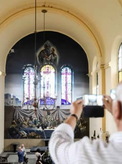 20150831082143-iglesia-cadellada-interior-01.jpg