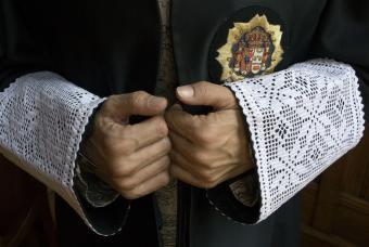 20100627082631-27.06.10-manos-juez.jpg