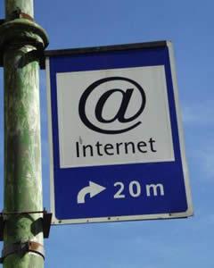 20110109083343-internet.jpg
