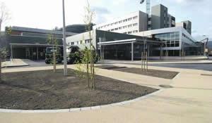 20110327111546-hospital-mieres-entrada-min.jpg