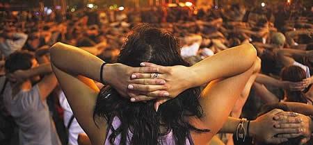 20110613090240-indignados-arresto.jpg