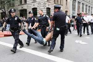 20110925130033-detenidos-indignados-neoyorquinos.jpg