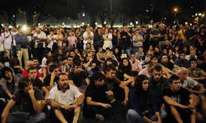 20111006213754-indignados-contra-detenciones.jpg