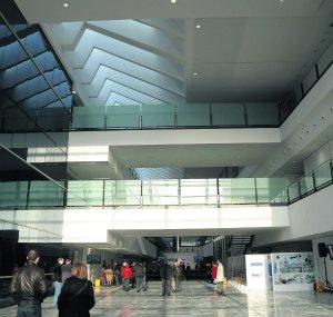 20111108075627-atrio-huca-visitas.jpg