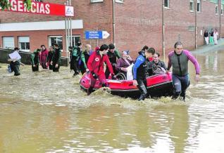 20120215115236-evacuacion-arriondas.jpg
