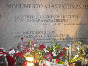 20120303104652-placa-monumento-victimas-11-m.jpg