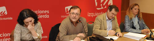 20120522083355-consejo-politico-iu-mesa.jpg