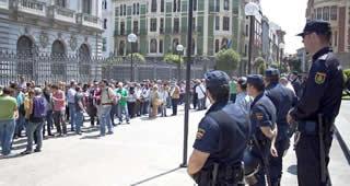 20120619070048-funcionarios-protesta.jpg