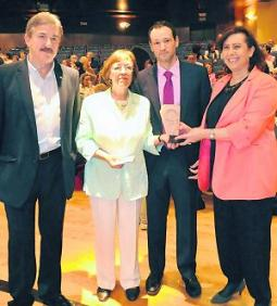 20120625093301-ludivina-premio-pura-tomas.jpg