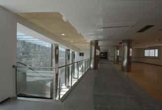 20120627111036-vestibulo-hospital-nuevo-mieres.jpg