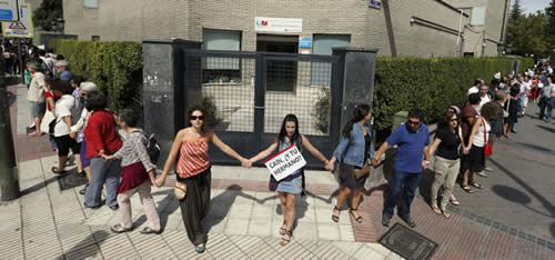 20120901192112-cadena-humana-gregorio-maranon.jpg
