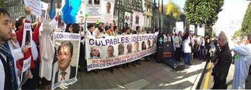 20121109183954-concentracion-medicos-jgpa.jpg