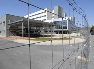 20121116110517-hospital-mieres-tras-vallas.jpg