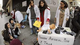 20130505101238-mesa-protesta-sanidad-madrid.jpg