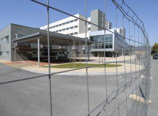 20130507103107-nuevo-hospital-mieres-vallado.jpg