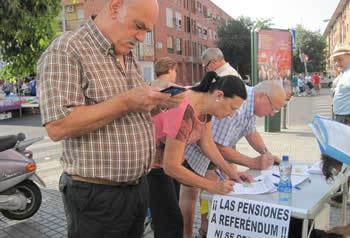 20130630131417-pensiones-recogida-firmas.jpg