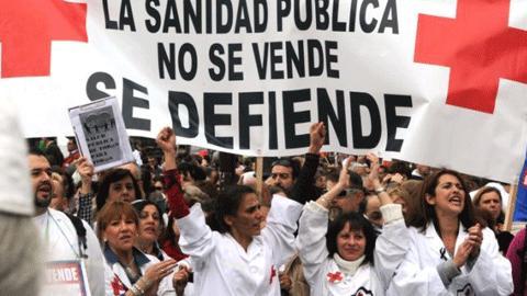 20131112093421-defender-sanidad-publica-01.jpg