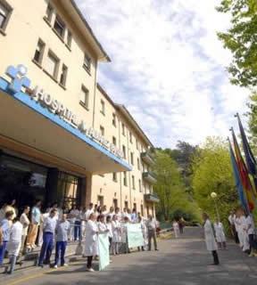 20140405103208-concentracion-plantilla-hospital-mieres.jpg