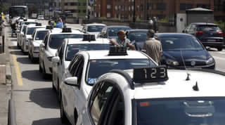 20140725111331-taxistas-protesta-oviedo.jpg