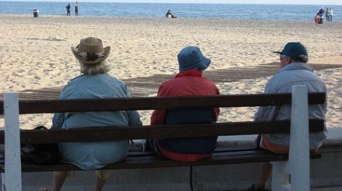 20160429095023-ancianos-en-playa.jpg