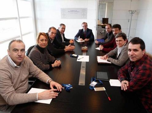 20170126103959-alcaldes-cuencas-con-consejero.jpg